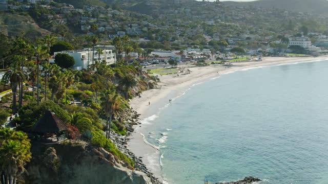 aerial view of a laguna beach neighborhood as viewed from the pacific ocean - laguna beach california stock videos & royalty-free footage