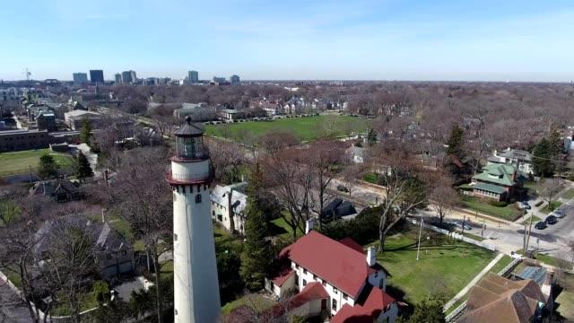 vidéos et rushes de aerial view of a lighthouse in evanston illinois - illinois