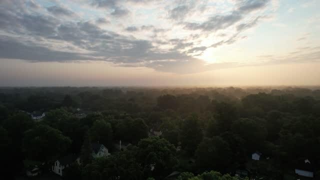 vidéos et rushes de vue aérienne d'une vidéo 4k du quartier du michigan - ypsilanti