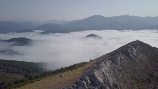 vídeos y material grabado en eventos de stock de aerial view of a mountain landscape and a tent with backpackers - tienda de campaña