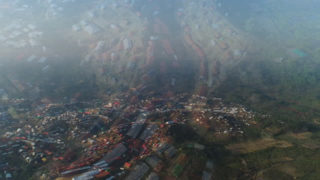 aerial view of a rohingya refugee camp in cox's bazar bangladesh - cox basar stock-videos und b-roll-filmmaterial