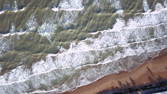 Luftaufnahme von einem Ufer