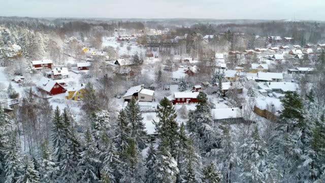Flygfoto över en liten stad