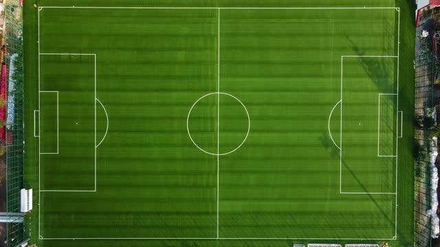 vídeos y material grabado en eventos de stock de vista aérea de un campo de fútbol, estadio aéreo, campo de fútbol vacío, campo de fútbol sin personas, - campo de fútbol