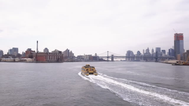 aerial view of a water taxi in new york's east river - water taxi stock videos & royalty-free footage