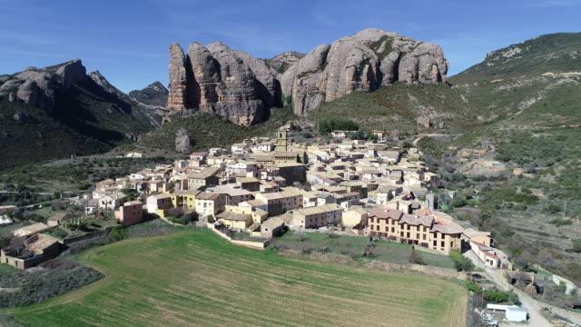 vídeos y material grabado en eventos de stock de aerial view of aguero village - comunidad autónoma de aragón