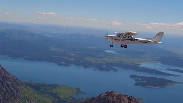 aerial view of airplane flying over jackson lake in grand teton national park - propeller stock videos & royalty-free footage