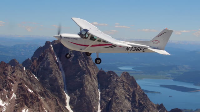 aerial view of airplane flying over the grand tetons - grand teton stock videos & royalty-free footage