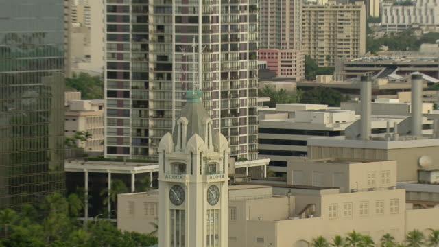 vídeos de stock e filmes b-roll de aerial view of aloha tower in honolulu harbor with rainbow over skyscrapers. - aloha