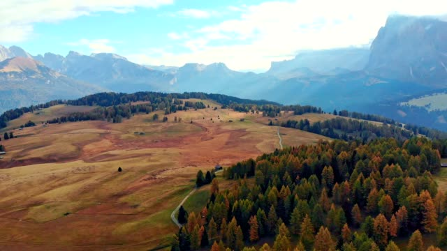 aerial view of alpe di siusi - dolomites/ south tyrol - italy - siusi video stock e b–roll
