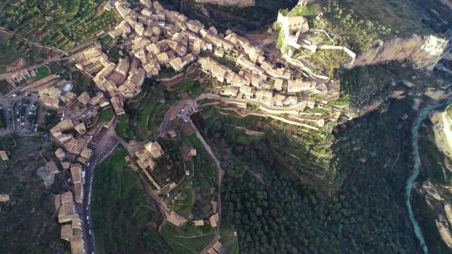 vídeos y material grabado en eventos de stock de aerial view of alquezar village - comunidad autónoma de aragón