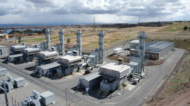 aerial view of an electricity generating station that turns natural gas into electricity - carbon monoxide stock videos & royalty-free footage
