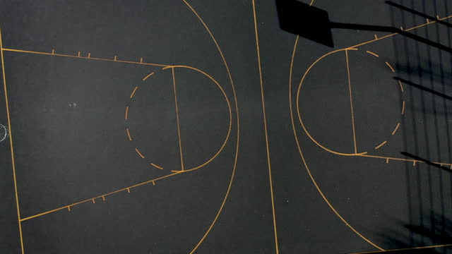 aerial view of an outdoor basketball court. - 籠点の映像素材/bロール