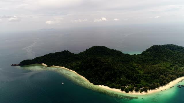 アンダマン海タイの空撮 - ロックストラータ点の映像素材/bロール
