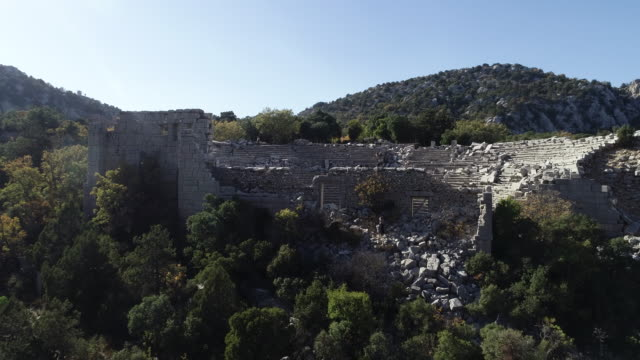 vidéos et rushes de vue aérienne de antalya termessos ancient theater - imperfection