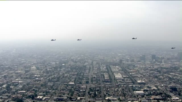 ktla aerial view of apache and blackhawk helicopters flying over los angeles - アパッチヘリコプター点の映像素材/bロール