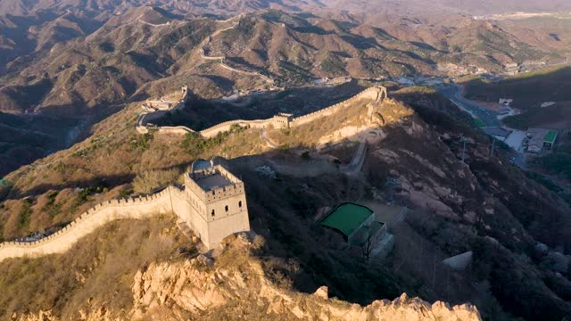aerial view of apricot blossoms at badaling great wall on april 15, 2021 in beijing, china. - badaling great wall stock videos & royalty-free footage
