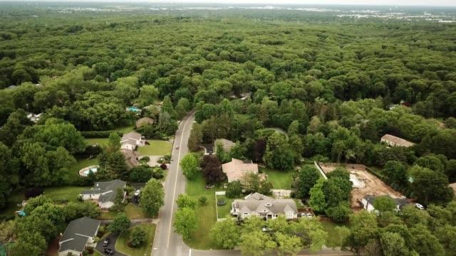 aerial view of arborteum park in melville new york - ロングアイランド点の映像素材/bロール