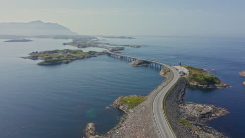 vídeos de stock, filmes e b-roll de vista aérea da maneira atlântica na costa oeste de noruega - oceano atlântico