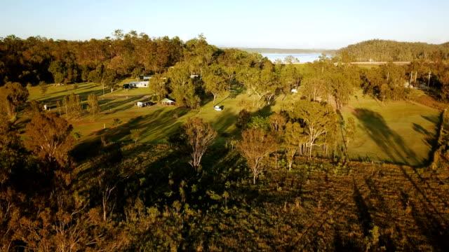 vídeos de stock e filmes b-roll de aerial view of australian savannah - paranormal