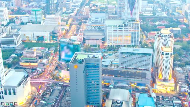 Vue aérienne sur le centre-ville de Bangkok, time-lapse au crépuscule