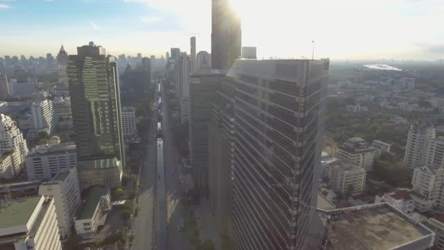 Luftaufnahme von Bangkok Skyline bei Sonnenaufgang