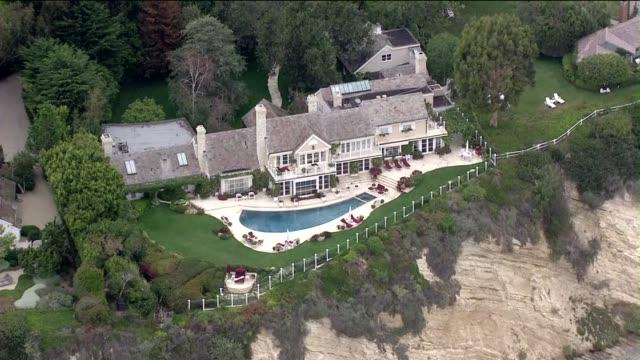 stockvideo's en b-roll-footage met aerial view of barbra streisand's house - barbra streisand