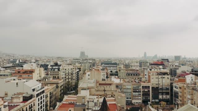 vídeos y material grabado en eventos de stock de vista aérea de barcelona - sección alta