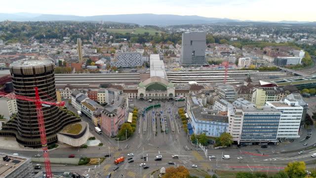 スイス連邦共和国のバーゼル駅の空撮 - 列車の車両点の映像素材/bロール