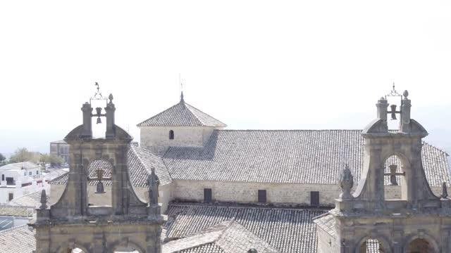 aerial view of basílica de santa maría de los reales alcázares during the lockdown of coivd-19. basílica y real colegiata de santa maría la mayor de... - apostel bildbanksvideor och videomaterial från bakom kulisserna
