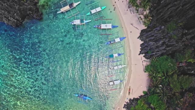 フィリピンのパラワンのビーチの空撮 - 唯一点の映像素材/bロール