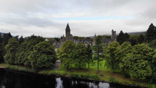 aerial view of beautiful abbey with the loch ness in scotland. - 高級ホテル点の映像素材/bロール