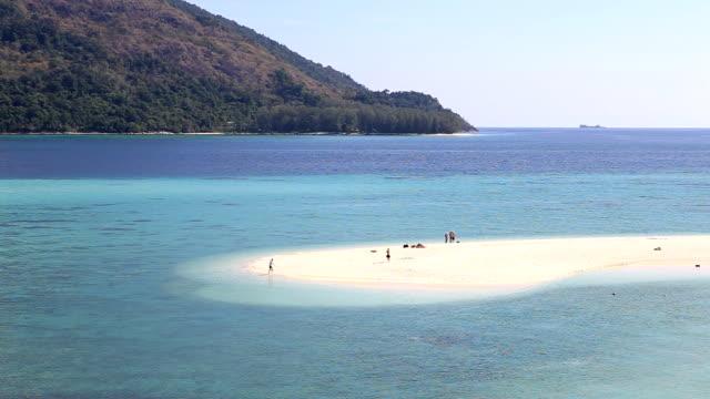 美しいビーチの空からの眺め - 長さ点の映像素材/bロール
