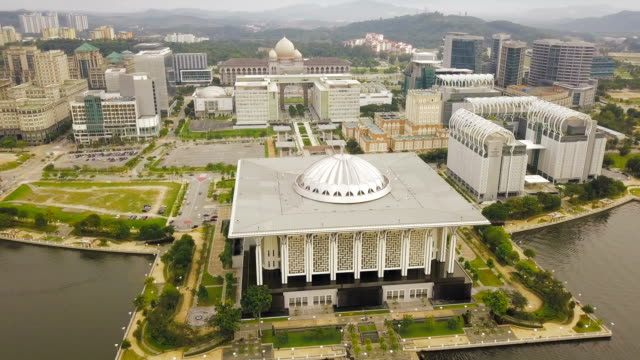 aerial view of beautiful federal government mosque - tuanku mizan zainal abidin mosque or iron mosque, putrajaya,malaysia - putrajaya stock videos & royalty-free footage