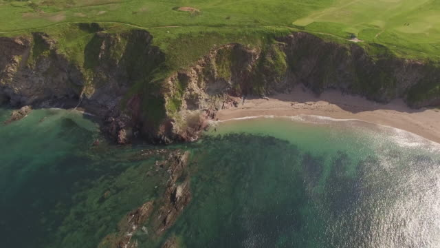 aerial view of beautiful sandy beach, green coastline and blue ocean, at thurlestone, south devon, england - coastal feature stock videos & royalty-free footage