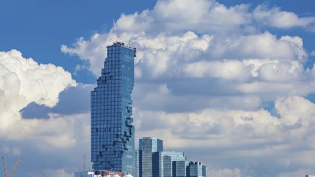 vídeos y material grabado en eventos de stock de aérea vista de belleza claro cielo azul con escape de la nube. - mckyartstudio