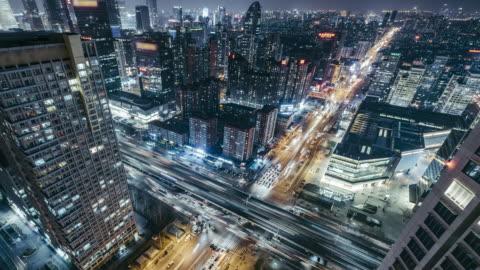 t/l ws schwenken ha aerial view of beijing road kreuzung in der nacht - zeitraffer stock-videos und b-roll-filmmaterial