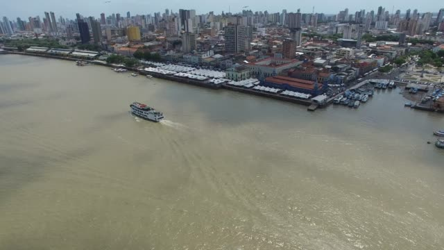 vídeos de stock, filmes e b-roll de vista aérea do porto de belém e mercado de ver-o-peso - tradição