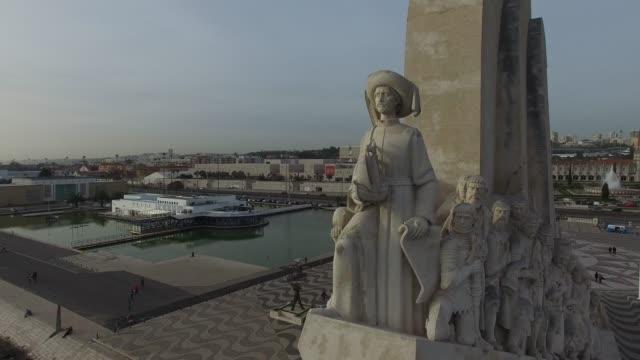 vídeos y material grabado en eventos de stock de vista aérea de la torre belem, lisboa - monumento