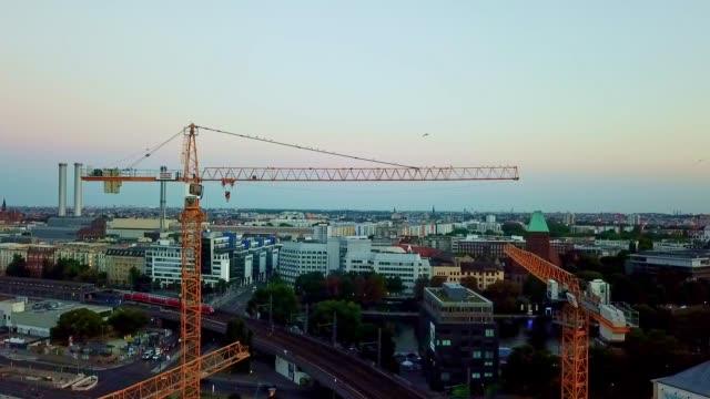 luftaufnahme von berlin - deutschland - rathaus stock-videos und b-roll-filmmaterial
