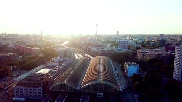 luftaufnahme von berlin - deutschland - schienenverkehr stock-videos und b-roll-filmmaterial