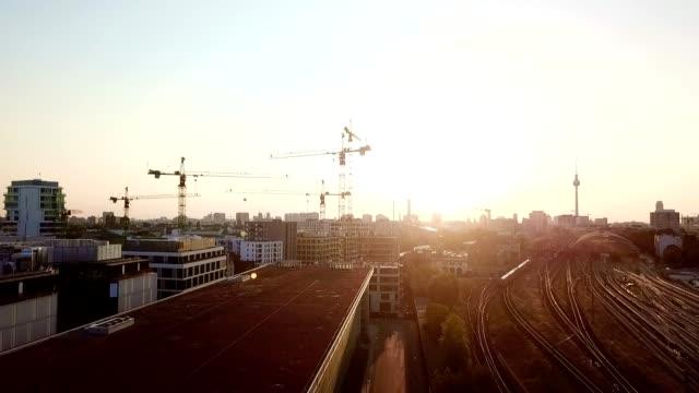 vídeos de stock e filmes b-roll de aerial view of berlin - germany - rathaus