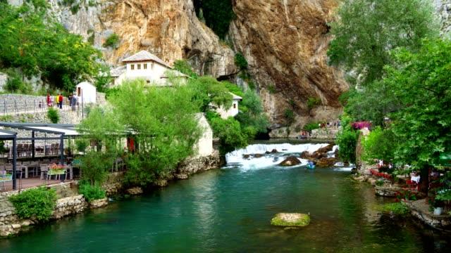 luftaufnahme von blagaj tekija (blagaj tekke)-derwisch kloster blagaj/mostar-bosnien und herzegowina - tal stock-videos und b-roll-filmmaterial