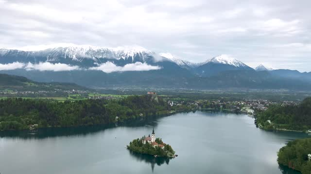 stockvideo's en b-roll-footage met aerial view of bled lake and julian alps, slovenia - julian alps