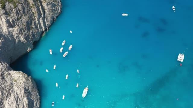 luftaufnahme von booten in zakynthos, griechenland - herumfahren stock-videos und b-roll-filmmaterial