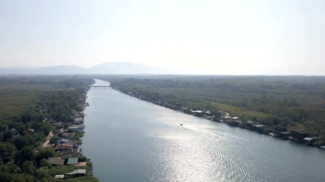 vídeos de stock e filmes b-roll de aerial view of bojana river - aldeia de pescador