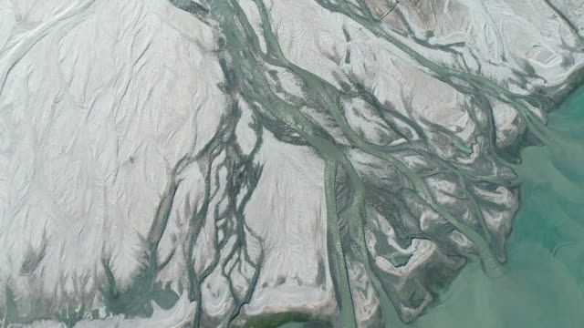 aerial view of braided river, canadian arctic - polarklima stock-videos und b-roll-filmmaterial