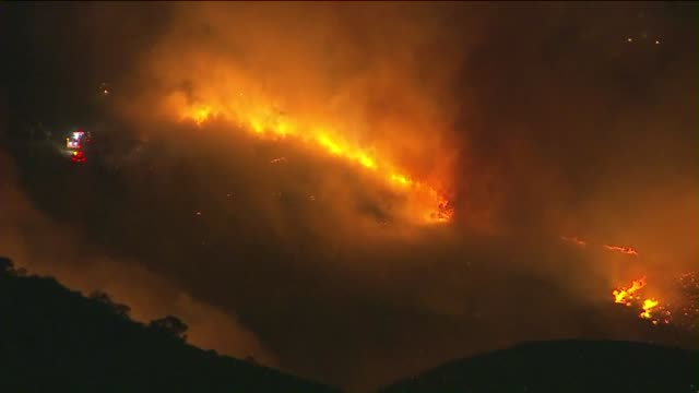 aerial view of brush fire in simi valley at night in november 11, 2015 - ナイトイン点の映像素材/bロール