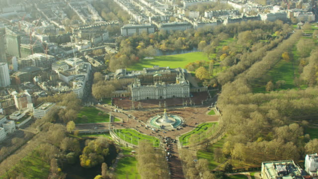 aerial view of buckingham palace in westminster london - palace video stock e b–roll