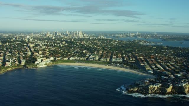 vídeos de stock, filmes e b-roll de aerial view of buildings and ocean bondi beach - praia de bondi